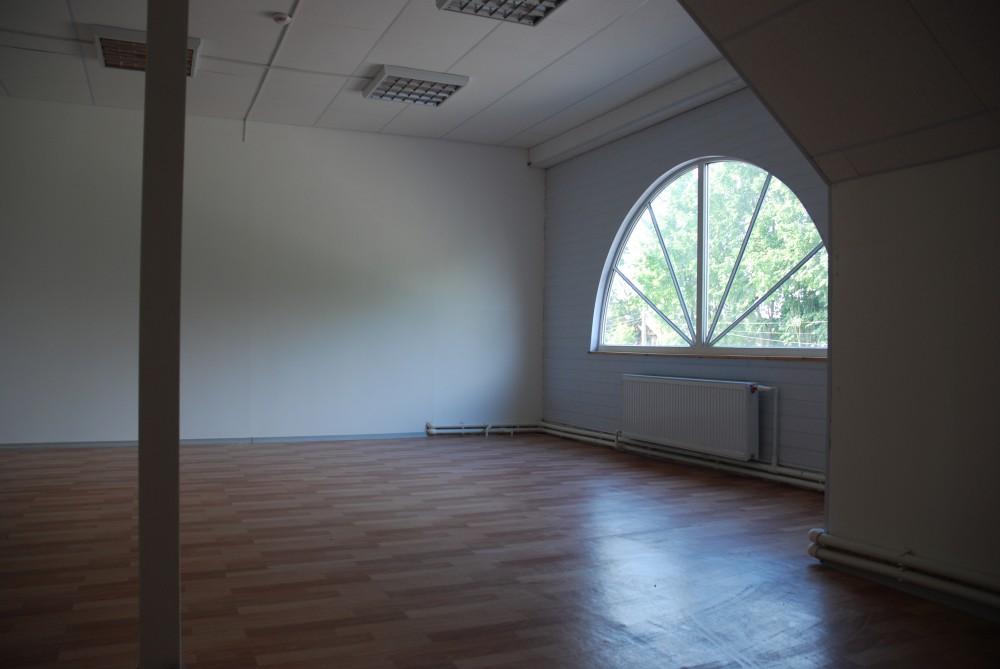 Помещения под офисы, торговые точки в ТЦ, п. Мариенбург (Гатчина)
