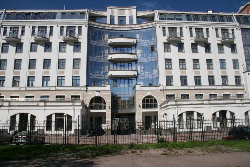 Четырёхкомнатная квартира Крестовский о-в Морской пр д 33(177 метр)
