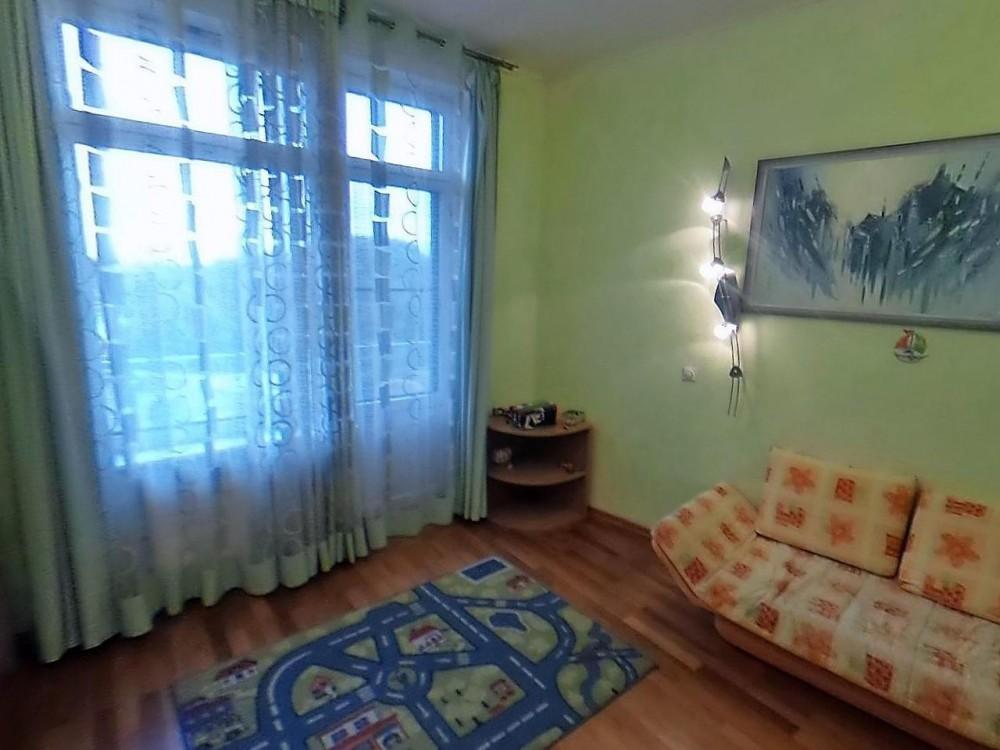 Четырехкомнатная квартира на Петровском пр д1
